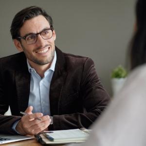 Konsultacje Biznesowe, Najlepsi Doradcy i Eksperci - Usługeo